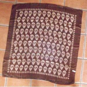foulard marron tete de mort.