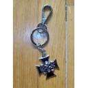 Porte clés croix de malte noir et chrome.